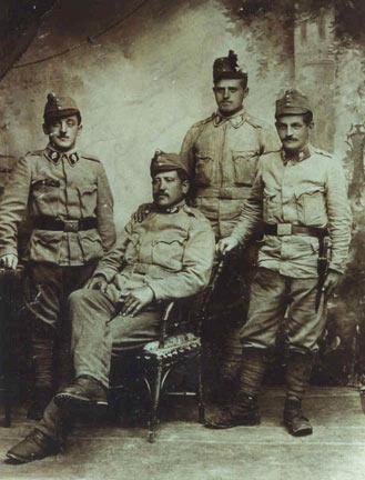 Soldado do Tirol Italiano (atual província de Trento) com uniforme do regimento Tiroler Kaiserjäger - Cacciatori Imperiali Tirolesi.