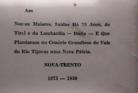 Dedicatória presente no livro do escritor neotrentino Walter Piazza (1950).