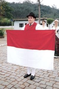 15ª Festa Trentina (2004) em Rio dos Cedros - SC (bandeira do Tirol).