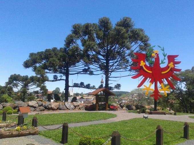 monumento-aguia-tirol2